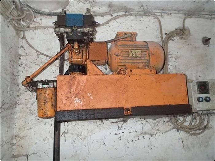 - - - Mullerup pumpe til udmugning