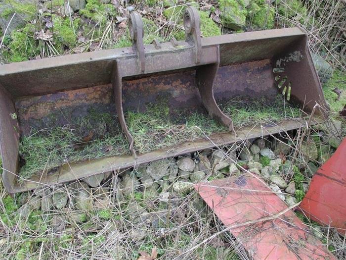 gammel metal gravemaskine