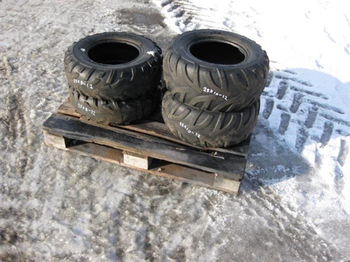 - - - 25 X 10-12 Brugt dæk
