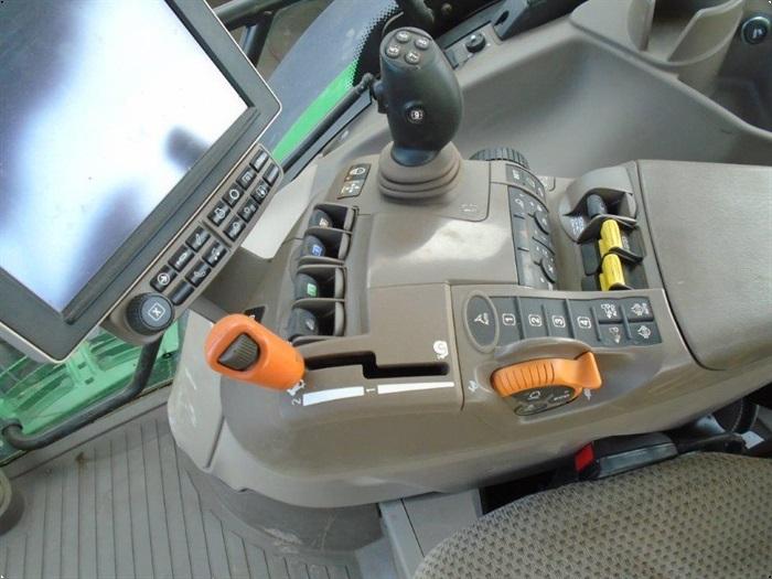 John Deere 6215R m/frontlift og front PTO
